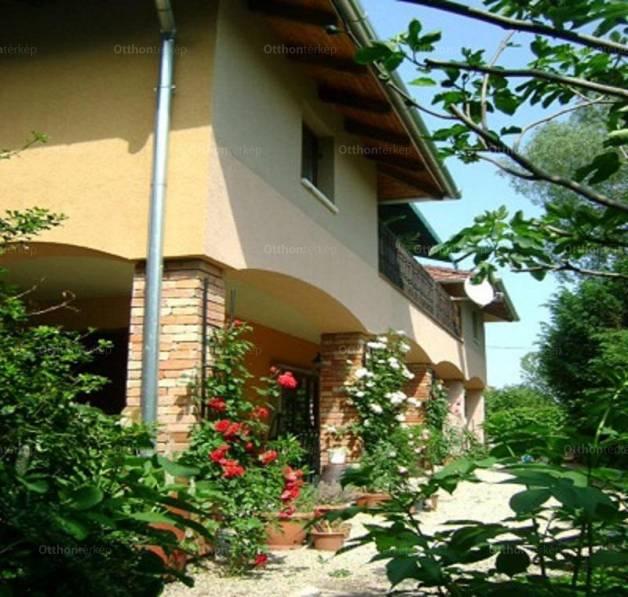 Balatonboglár családi ház eladó, Pipacs utca 7., 7+4 szobás