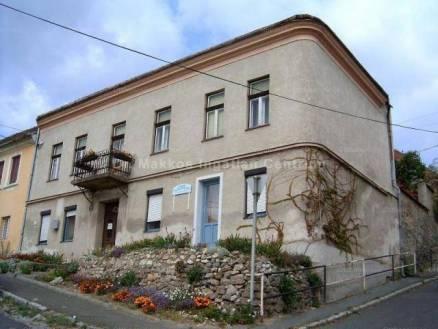 Pécsi családi ház eladó, 156 négyzetméteres, 4 szobás