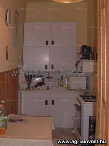 Egeri lakás eladó, 56 négyzetméteres, 2 szobás
