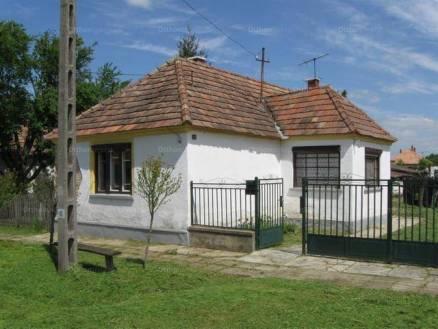 Bakonytamási eladó családi ház, 2 szobás, 50 négyzetméteres