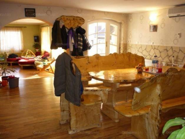 Pilis családi ház eladó, 4+2 szobás
