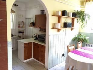 Dunakeszi eladó családi ház, 5+2 szobás, Deák Ferenc utca