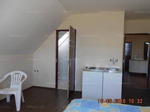 Tés 6+1 szobás családi ház eladó a Bakony utcában