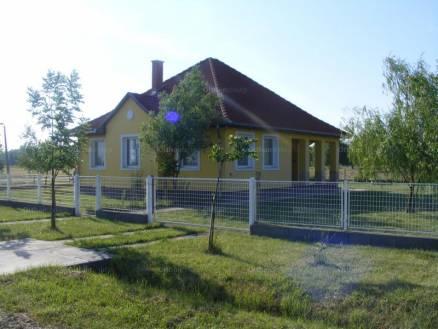 Kisköre 2+3 szobás ház eladó a Napsugár úton