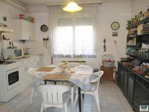 Eladó családi ház Debrecen, 3+1 szobás