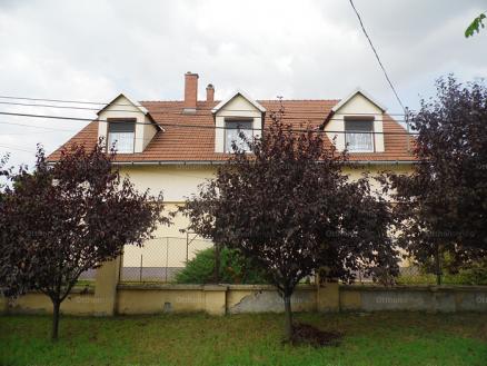 Eladó 8 szobás családi ház Budapest, 529. utca