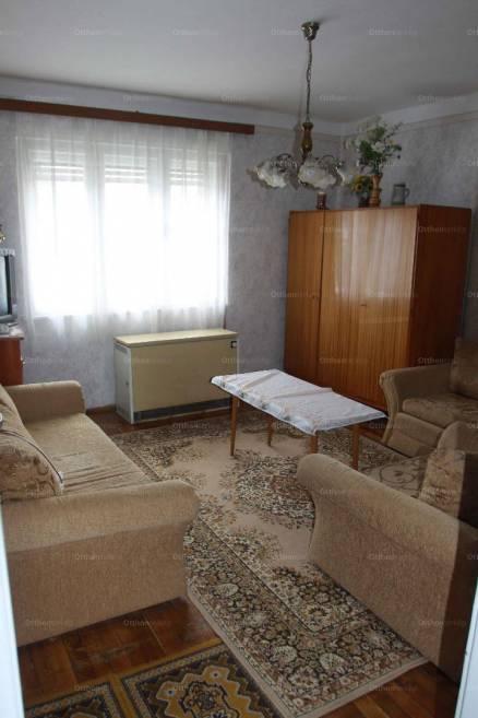Eladó családi ház Vonyarcvashegy a Kossuth Lajos utcában, 3+1 szobás