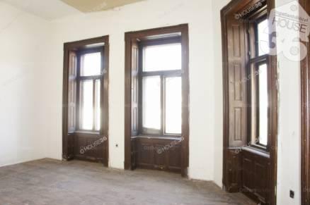 Ház eladó Kecskemét, az Ady Endre utcában, 470 négyzetméteres