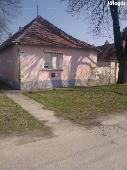 Eladó ház, Bácsalmás a Huszár utcában 33-ban, 3 szobás