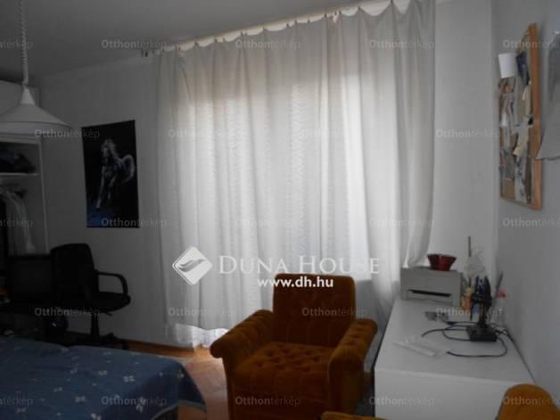 Székesfehérvári eladó ház, 4+1 szobás, a Lomnici utcában