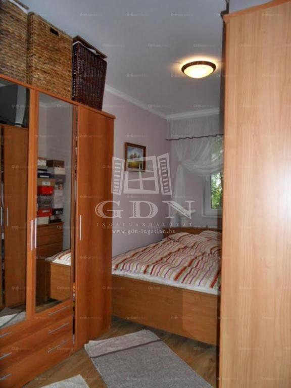 Eladó lakás Szeged, 2+2 szobás