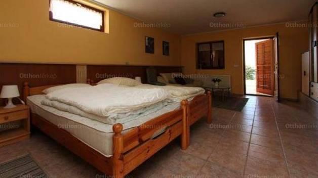 Eladó családi ház Cserszegtomaj, 2 szobás