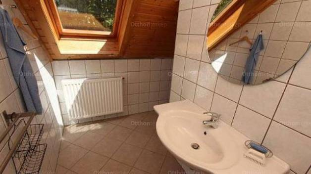Eladó 8 szobás családi ház Balatongyörök