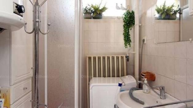 Hévízi családi ház eladó, 500 négyzetméteres, 9 szobás