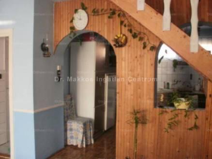 Gyöngyösoroszi eladó családi ház, 3+3 szobás, 126 négyzetméteres