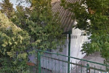 Szentendrei eladó nyaraló, 1 szobás, 60 négyzetméteres