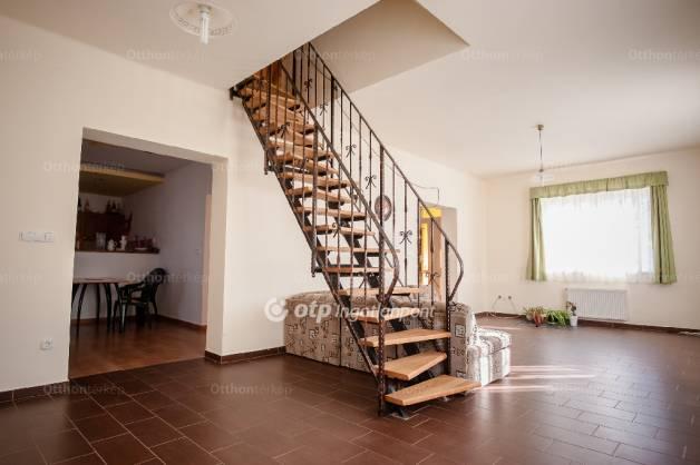 Domoszlói ház eladó, 160 négyzetméteres, 5 szobás