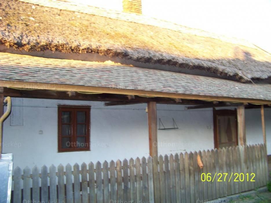 Eladó ház Kunhegyes a Hajnal utcában, 1+1 szobás