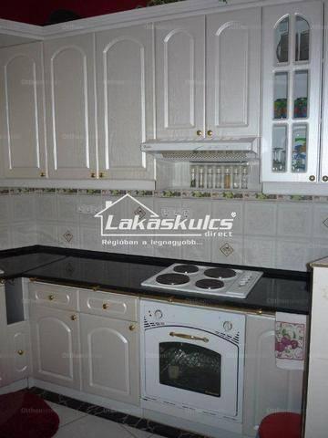 Balatonalmádi 5+3 szobás családi ház eladó