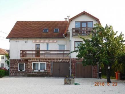 Eladó családi ház Balatonfüred, 6+6 szobás