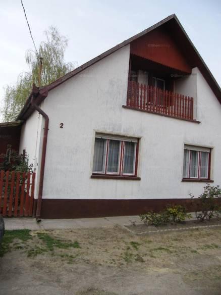 Eladó családi ház, Madaras a Virág utcában 2-ben, 4+1 szobás