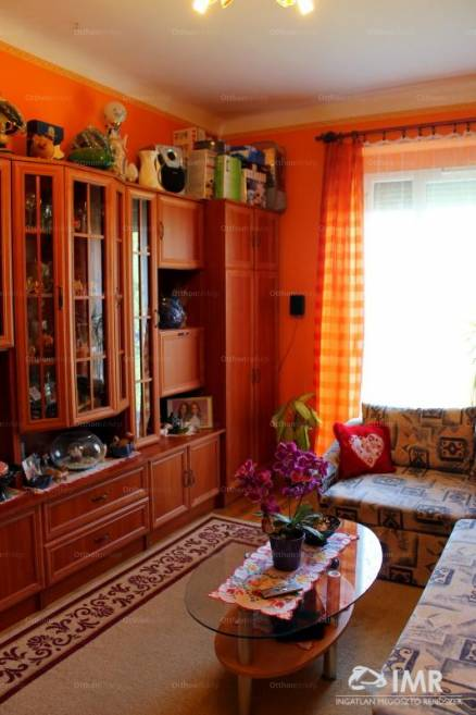 Eladó lakás Komló, Arany János utca, 2 szobás