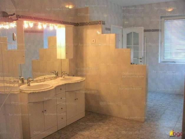 Kiadó családi ház, Budapest, Sasad, Rákó utca, 7 szobás