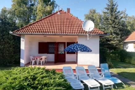 Kiadó 1+2 szobás nyaraló Balatonmáriafürdő
