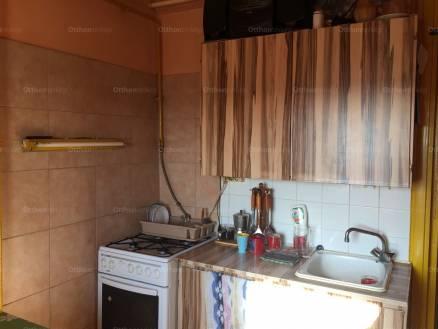 Eladó lakás, Baja, 2 szobás