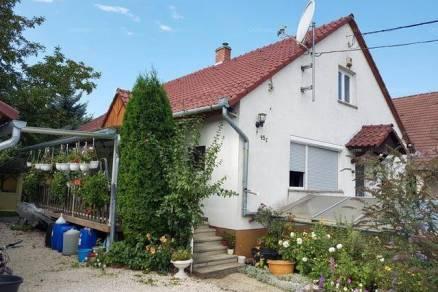 Balatonberényi családi ház eladó, 157 négyzetméteres, 5 szobás
