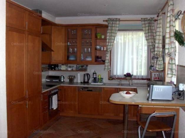 Balatonőszödi családi ház eladó a Hullám utcában, 160 négyzetméteres