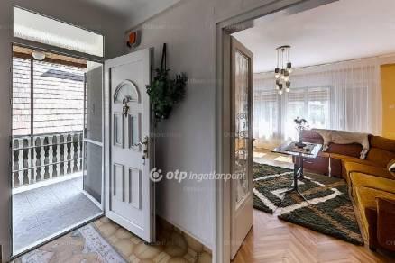 Eladó ház, Paks, 8 szobás