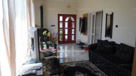 Szigetbecse eladó családi ház a Makádi úton