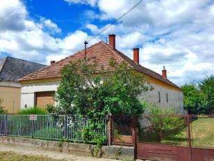 Molnári családi ház eladó, 106 négyzetméteres, 3 szobás