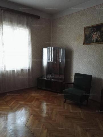 Szegedi eladó családi ház, 2 szobás, 70 négyzetméteres