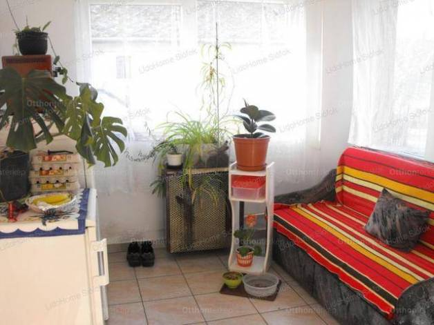 Eladó családi ház, Siófok, 2 szobás