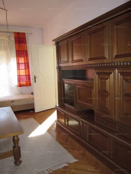 Pécsi eladó lakás, 1+1 szobás, Kőrösi Csoma Sándor utca