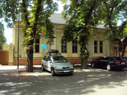 Eladó családi ház, Makó, 5 szobás