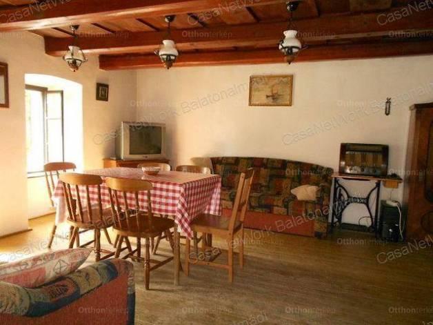 Balatonkenese családi ház eladó, 5 szobás