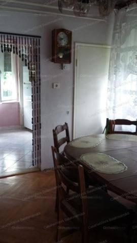 Balatonkenesei családi ház eladó, 150 négyzetméteres, 6+1 szobás