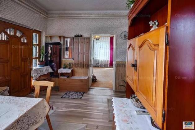 Érd eladó családi ház a Szénégető utcában