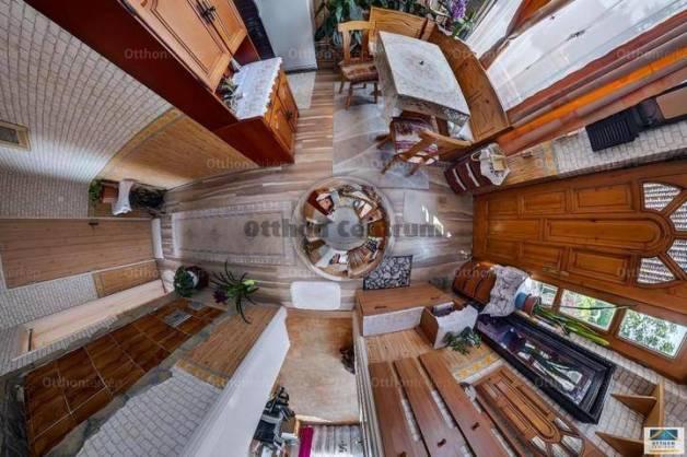 Érd 4+1 szobás családi ház eladó a Szénégető utcában