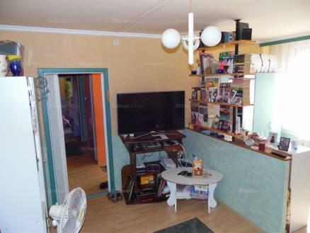 Eladó 2 szobás lakás Baja