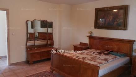 Budapest 4 szobás ház eladó, Királyerdőn