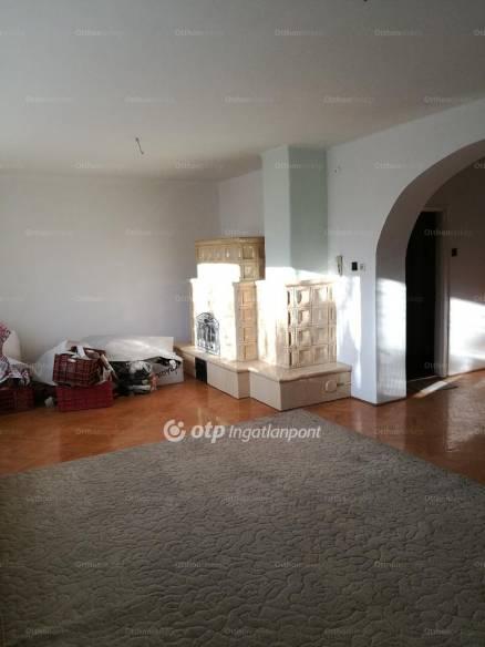 Nyíregyházai eladó ház, 5 szobás, a Korányi közben
