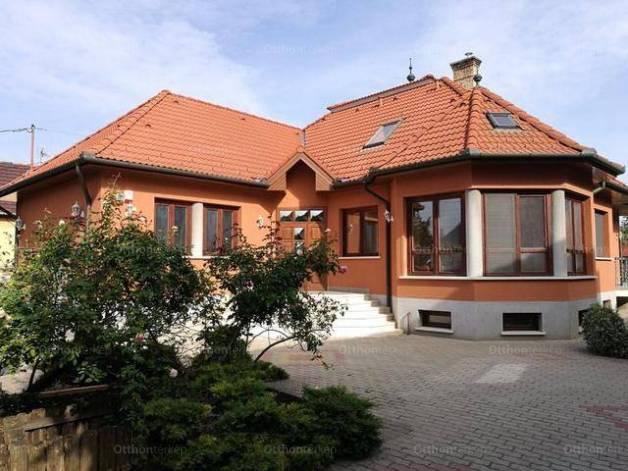 Eladó családi ház, Hajdúböszörmény, 4 szobás