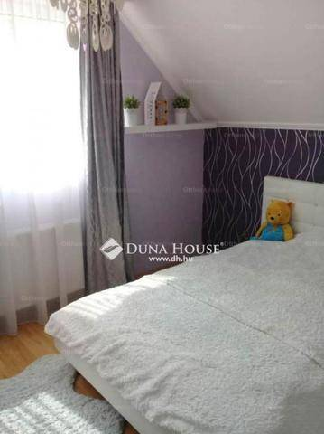 Szigetszentmiklósi eladó családi ház, 3+2 szobás
