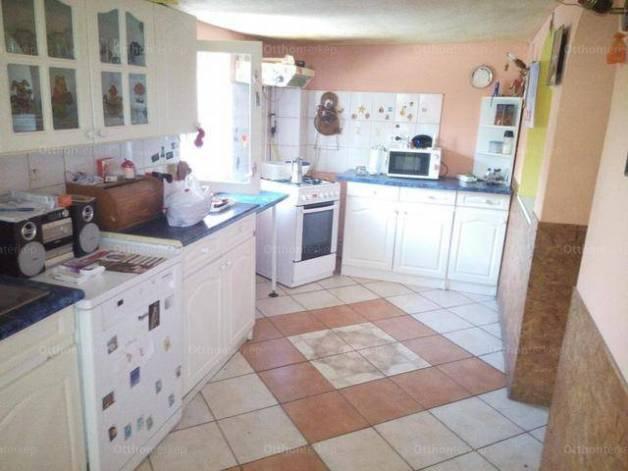 Eladó 3 szobás családi ház Makó