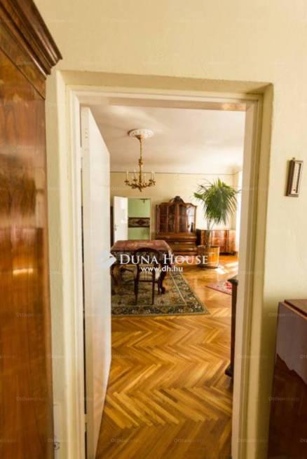 Pécs eladó lakás a Ferencesek utcájában