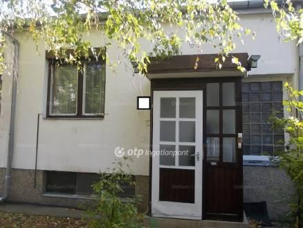 Szekszárdi ház eladó, 77 négyzetméteres, 2+1 szobás
